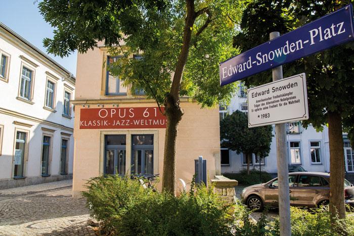 Laden Opus 61